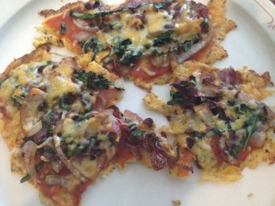 Cauliflower pizza with red onions and kale